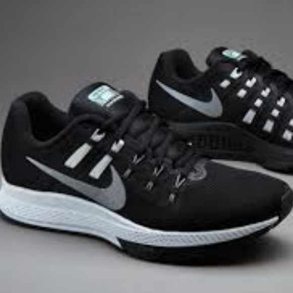 1fa998bc6d5 Nike Women s Air Zoom Structure 19 Flash Running. M 5b5ceb86534ef9e2a22febd5
